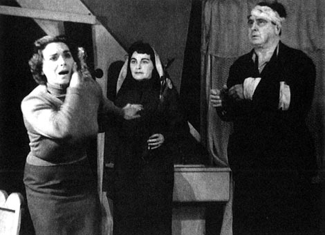 """Jana Puleva (Magda Sorel), Nevenka Tomašić (Magdina majka) i Milan Pihler (John Sorel) – Gian Carlo Menotti, Konzul, Narodno kazalište """"Ivan Zajc"""" Rijeka, 1956."""